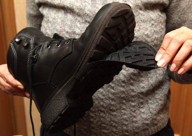 Как использовать гарантийный срок на обувь для возмещения ущерба